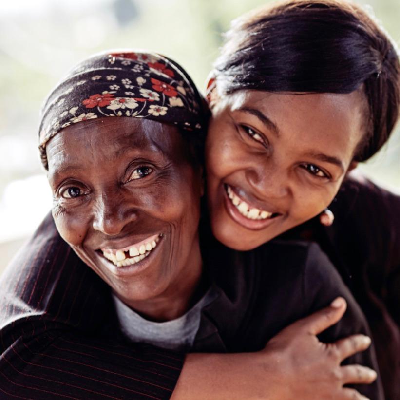 Twee lachende dames, blij dat we eerlijke koffie kopen