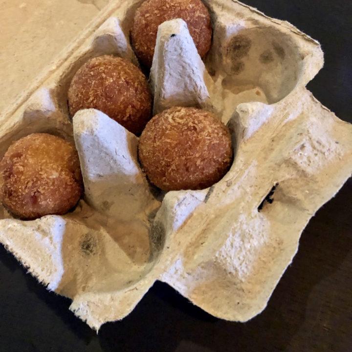 Bitterballen in een eierdoos