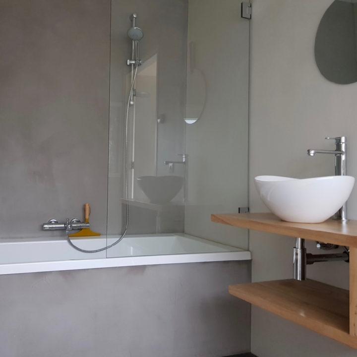 Moderne badkamer bij vakantiehuis FINT