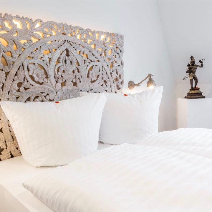 Hotelkamer in het wit