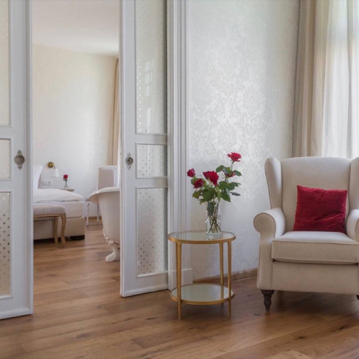 Romantische suite met vrijstaand bad in een hotel