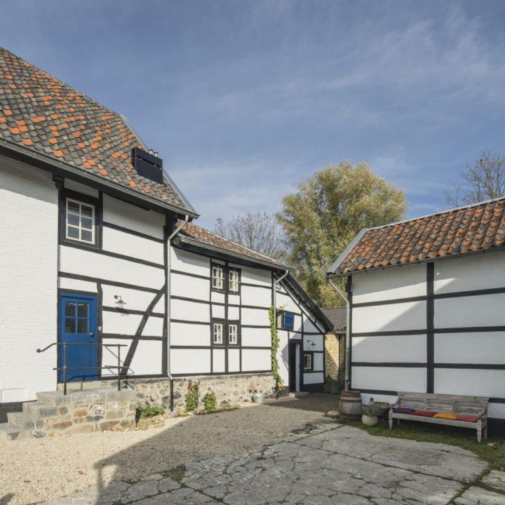 Binnenplaats van een Limburgse vakwerkhoeve