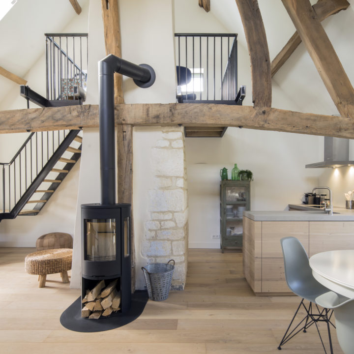 Appartement met houtkachel, moderne keuken