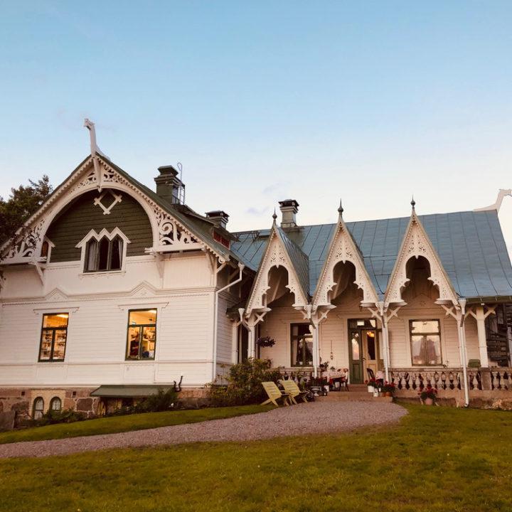 Karakteristiek houten hotel in Zweden
