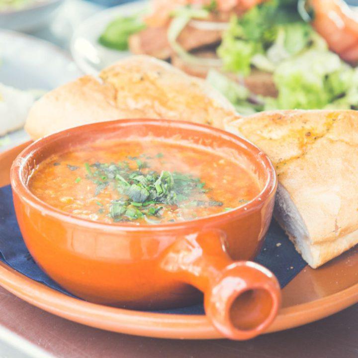 Warme soep met brood