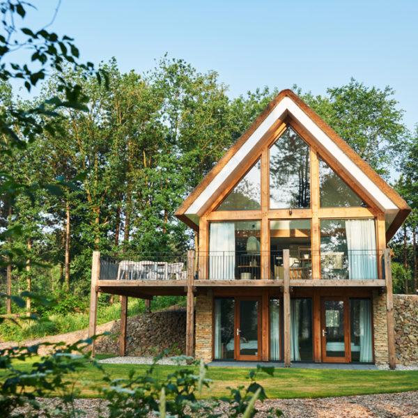 Luxe vakantievilla met rieten dak