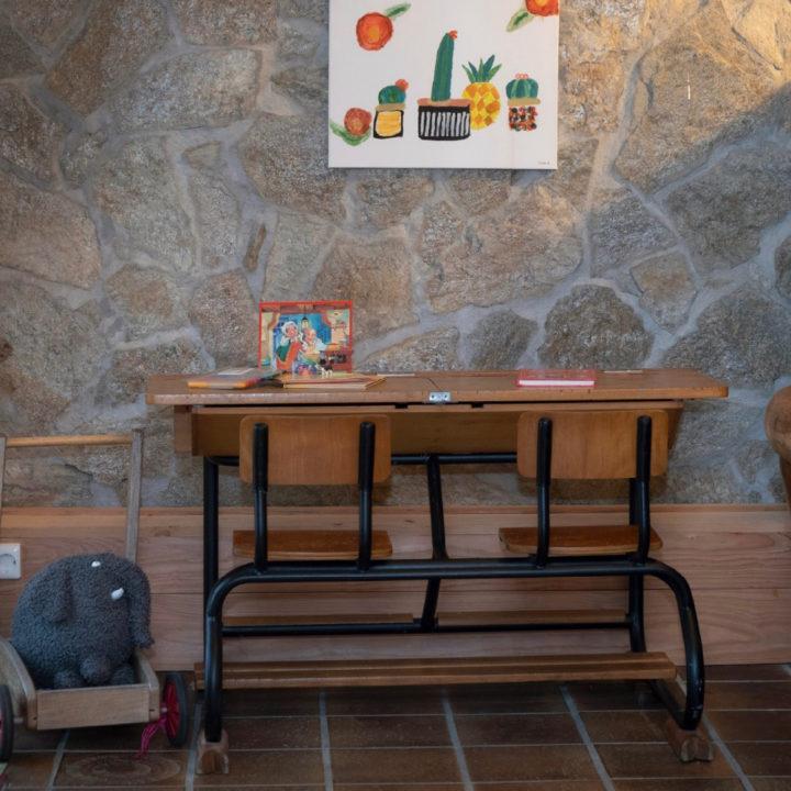 Tafel en stoelen voor kinderen