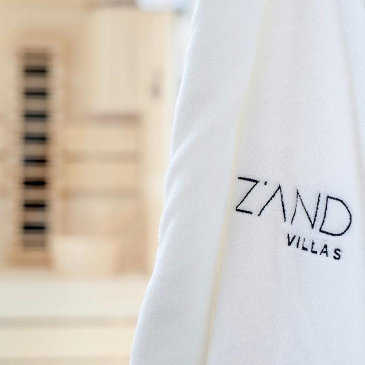 Badjas met de naam Z'AND villas