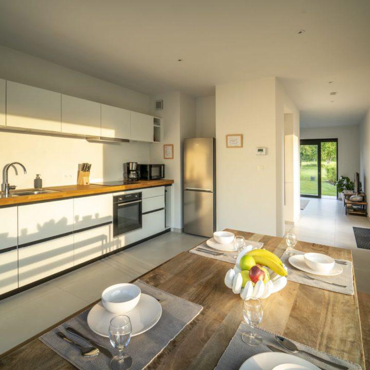 Design keuken met doorgang naar de woonkamer