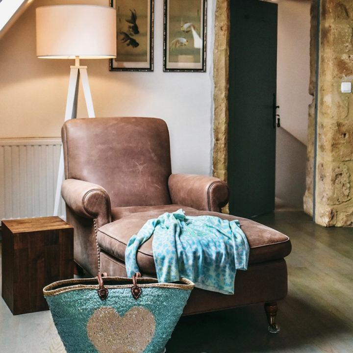 Relax hoekje met een leren fauteuil