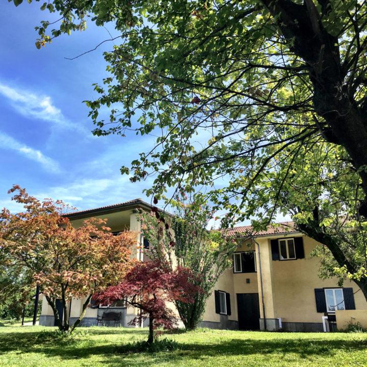 Landhuis met bomen