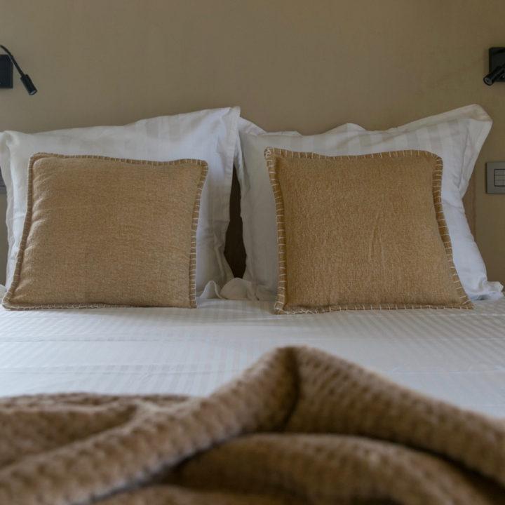Bed and breakfast kamer met close up van het bed