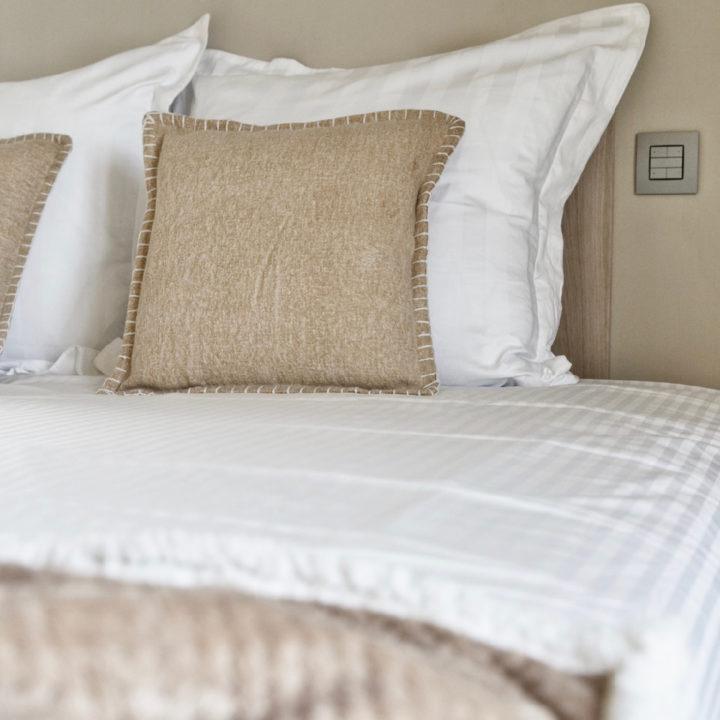 Zachte tinten in een bed and breakfast kamer in België