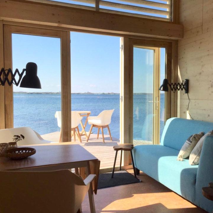 Zicht op het Grevelingenmeer vanaf het duurzame vakantiehuisje