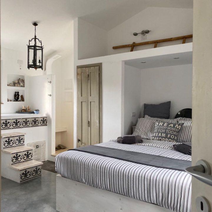 Romantische slaapkamer in vakantiehuisje op Sardinie