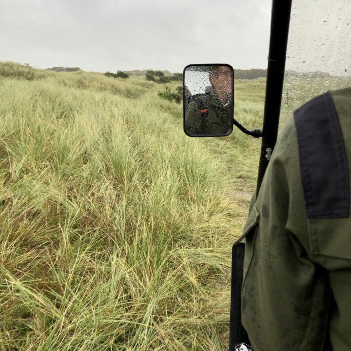 Spiegel van een elektrische terreinwagen
