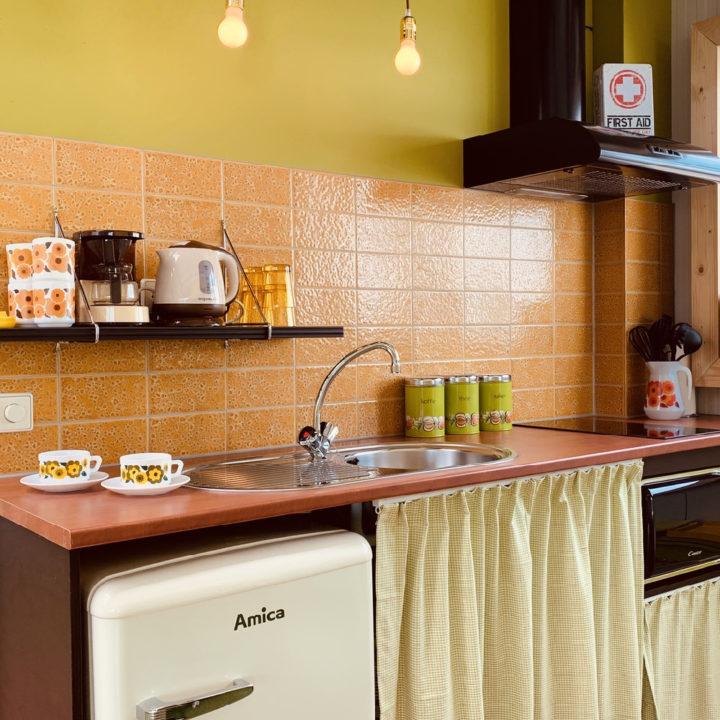 Retro keuken met groen en oranje