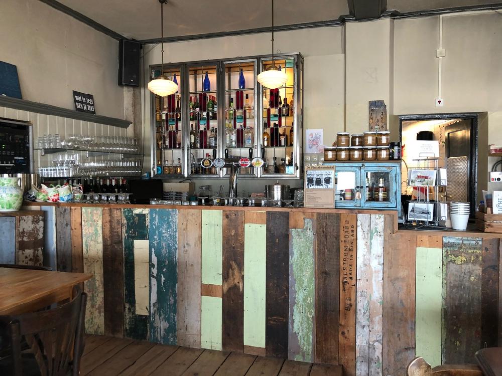 Bar in het Strandhotel op Terschelling