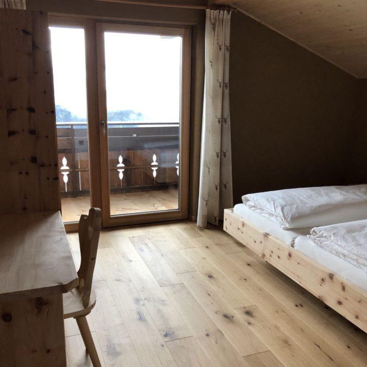 Ruime slaapkamer in appartement in Zuid-Tirol