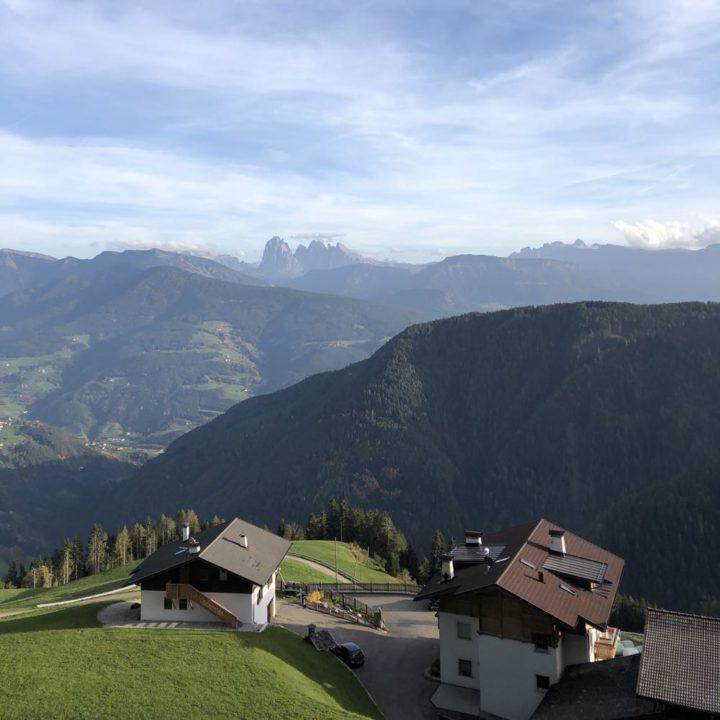 Uitzicht over de bergen van Zuid-Tirol