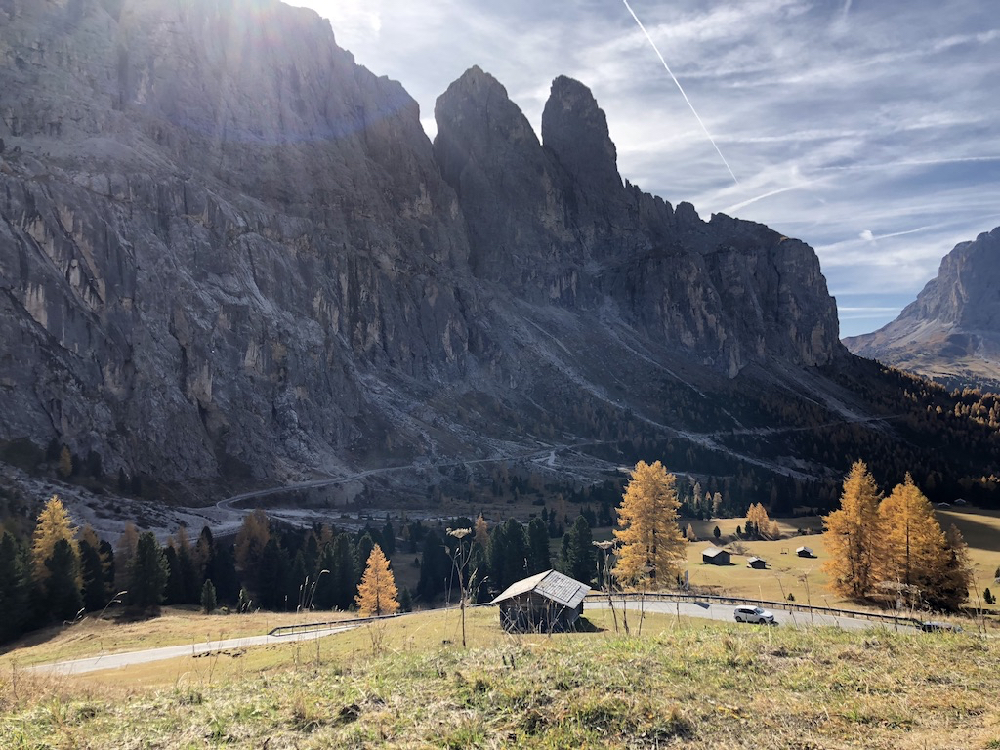 Grillige bergen in het herfstlicht