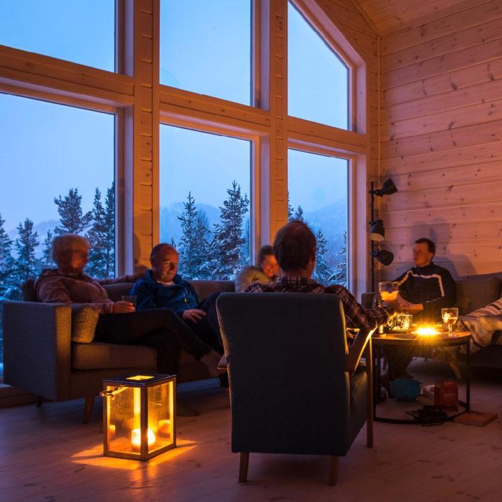 Gezellig samen bij kaarslicht in het vakantiehuis