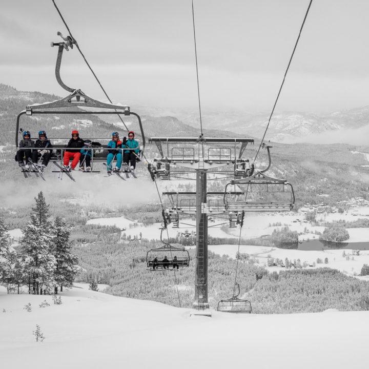 Stoeltjeslift in skigebied in Noorwegen