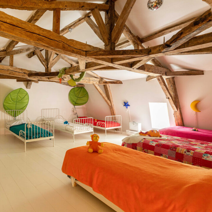 Kinderkamer met 6 bedden