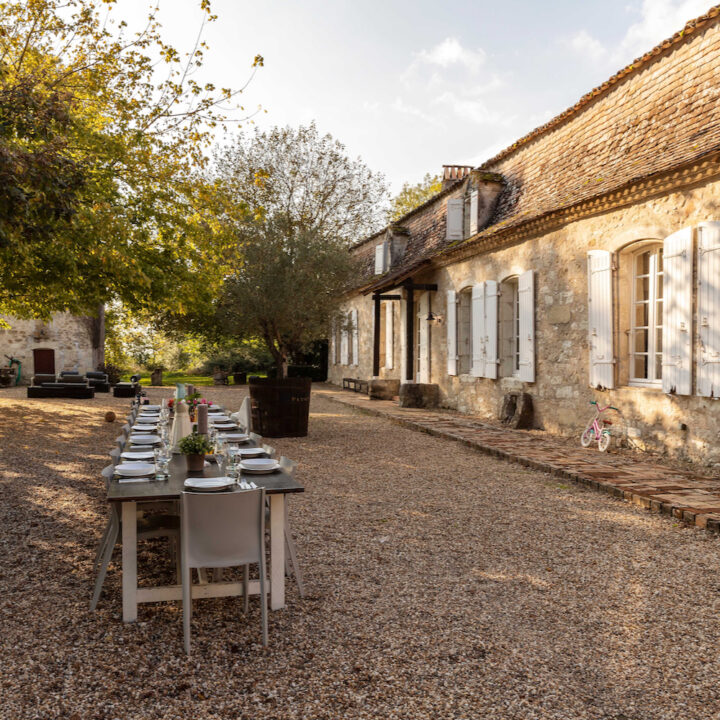 Lange tafels voor het Franse kasteel