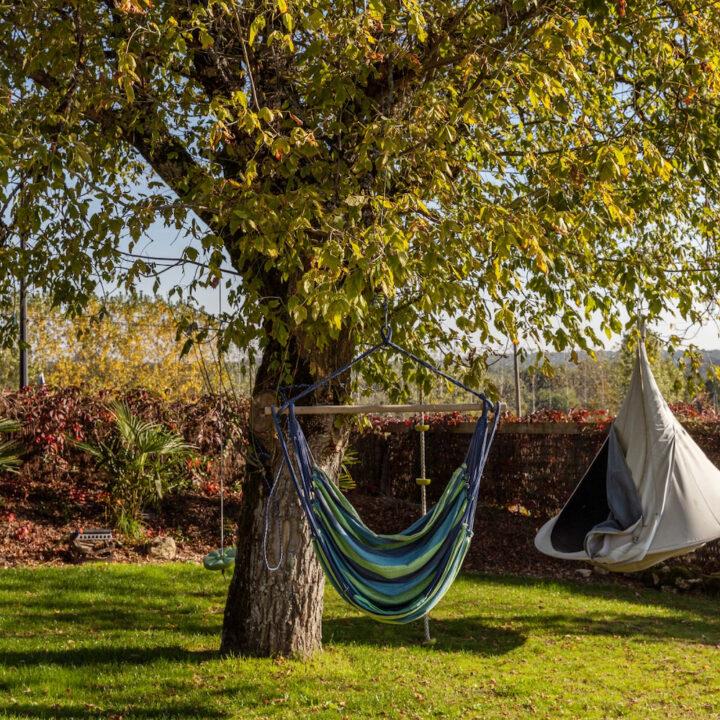 Hangmat in de tuin van het Franse vakantiehuis
