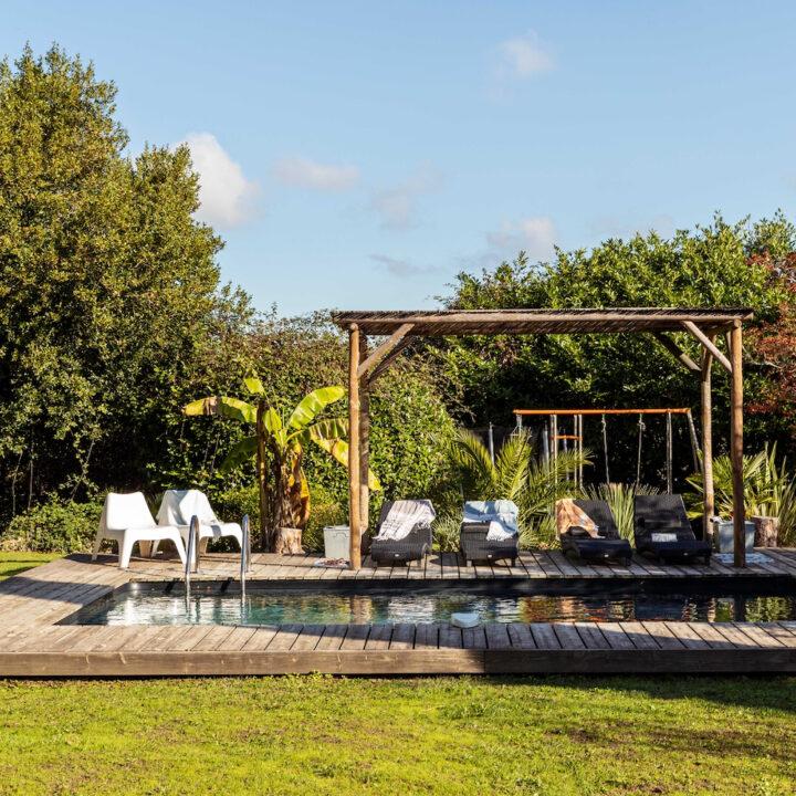 Zwembad in de tuin van het vakantiehuis