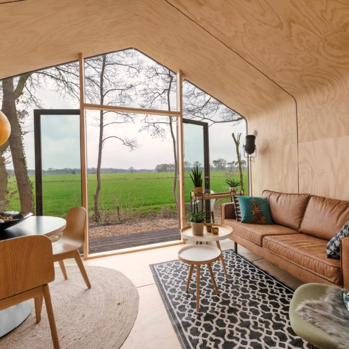 Hip Tiny House met zicht over de landerijen in de Achterhoek