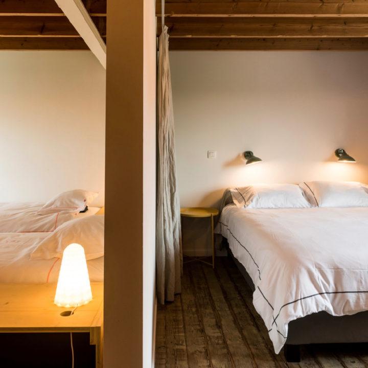 Slaapkamer met twee bedden voor twee personen