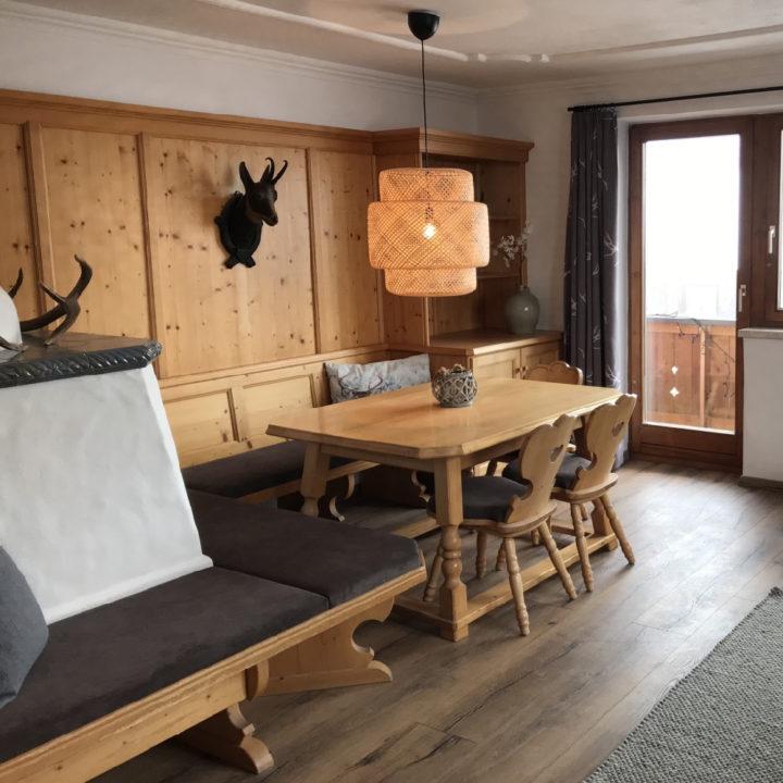 Oostenrijkse traditionele zithoek in een appartement