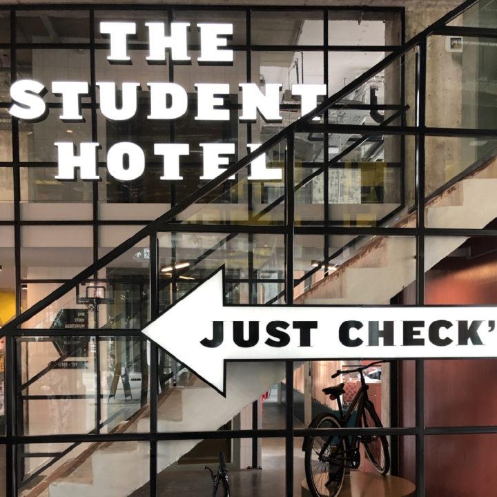 Check in bij het hotel