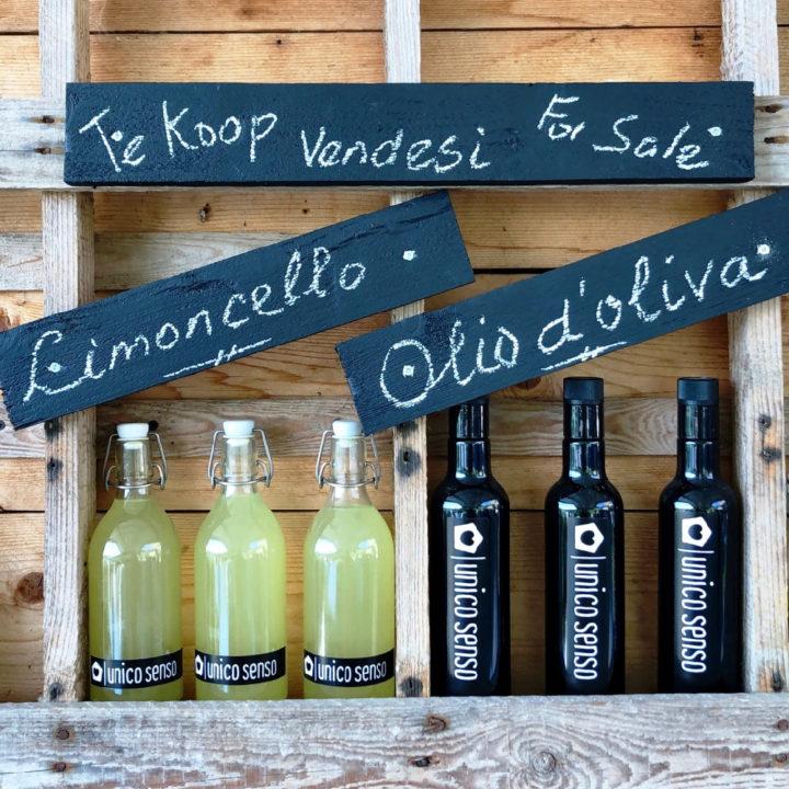 Limoncello en olijfolie te koop bij de agriturismo