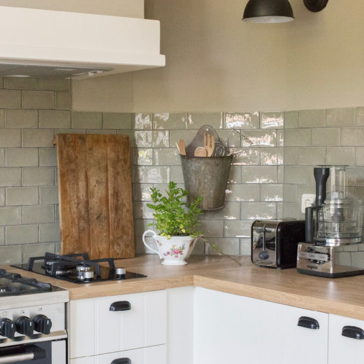 Keuken van de groepsaccommodatie in Limburg