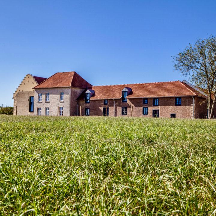 Grote carré boerderij in Zuid-Limburg verbouwd tot boutique hotel