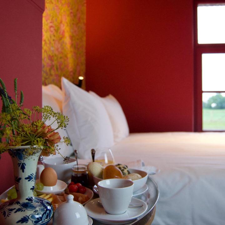 Ontbijt op bed in boutique hotel in Limburg