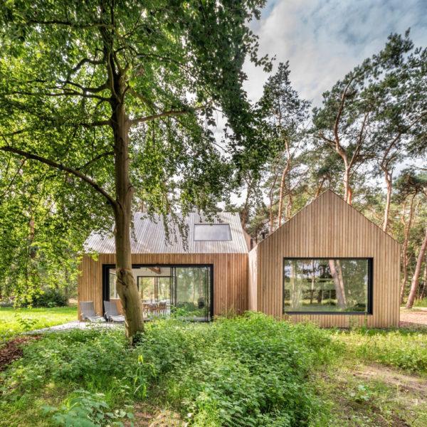 Strak en modern vakantiehuis met grote ramen