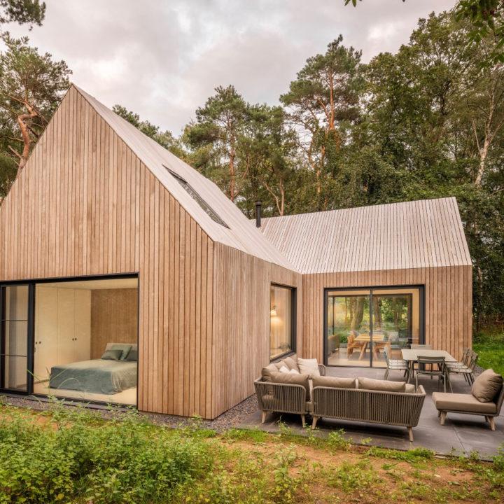 Modern houten design vakantiehuis met loungehoek