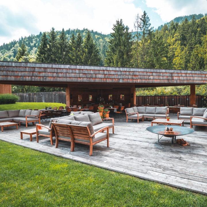 Loungehoek op het resort in Slovenië