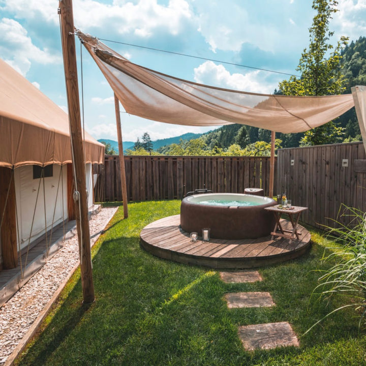 Privé hot tub naast safaritent in Slovenië