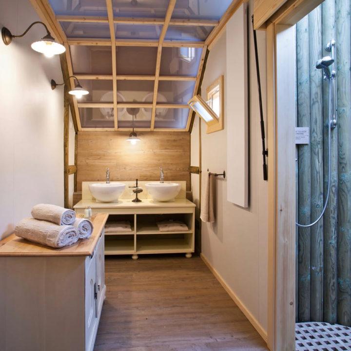 Badkamer van een luxe glamping