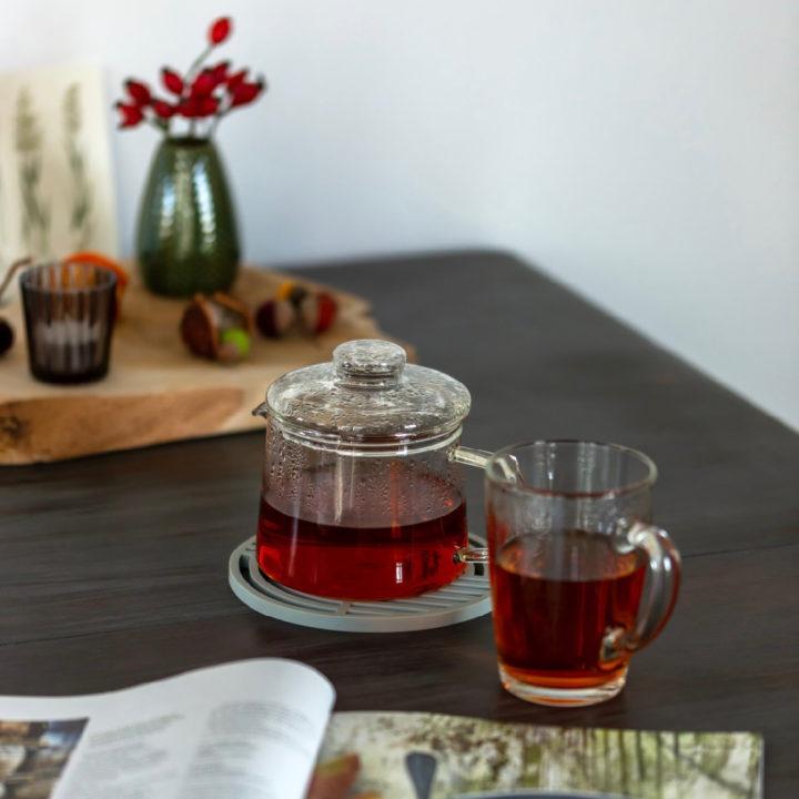Kopje thee en een tijschrift