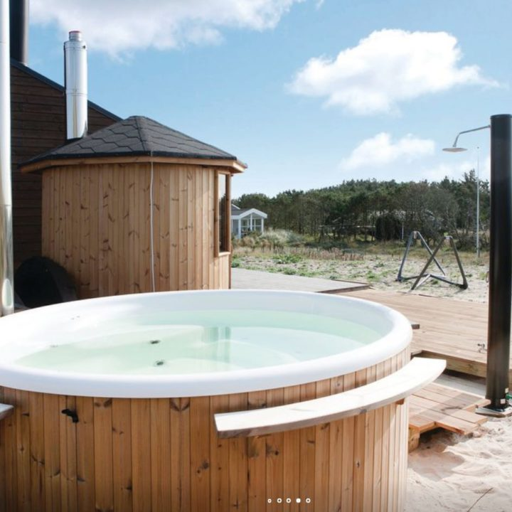 Hot tub en buitendouche in de duinen