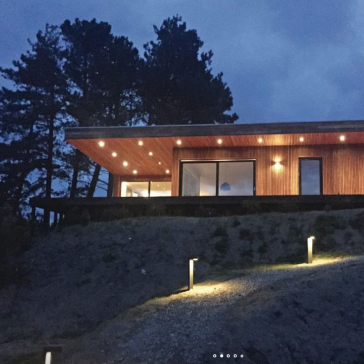 Verlicht buitenzijde van vakantiehuis