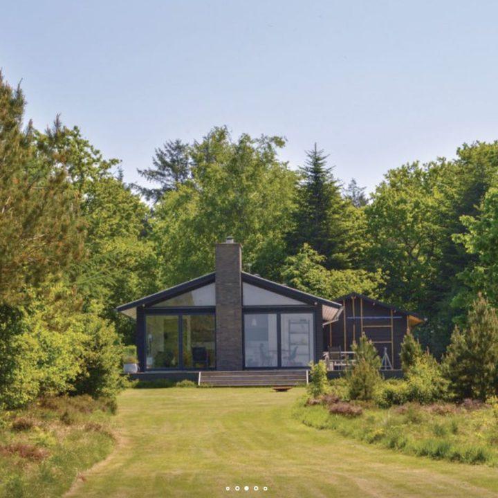 Typisch Deens vakantiehuis in het groen