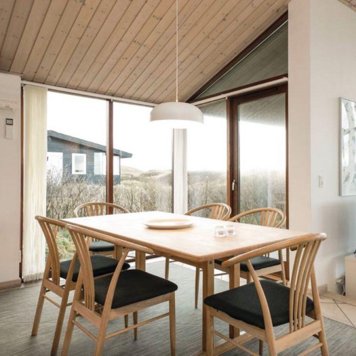 Eethoek met Scandinavische design stoelen
