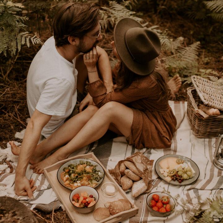 Picknicken in het bos bij de cabin
